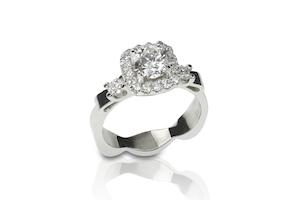 Solitärring mit Diamanten im Princess Schliff zur Verlobung