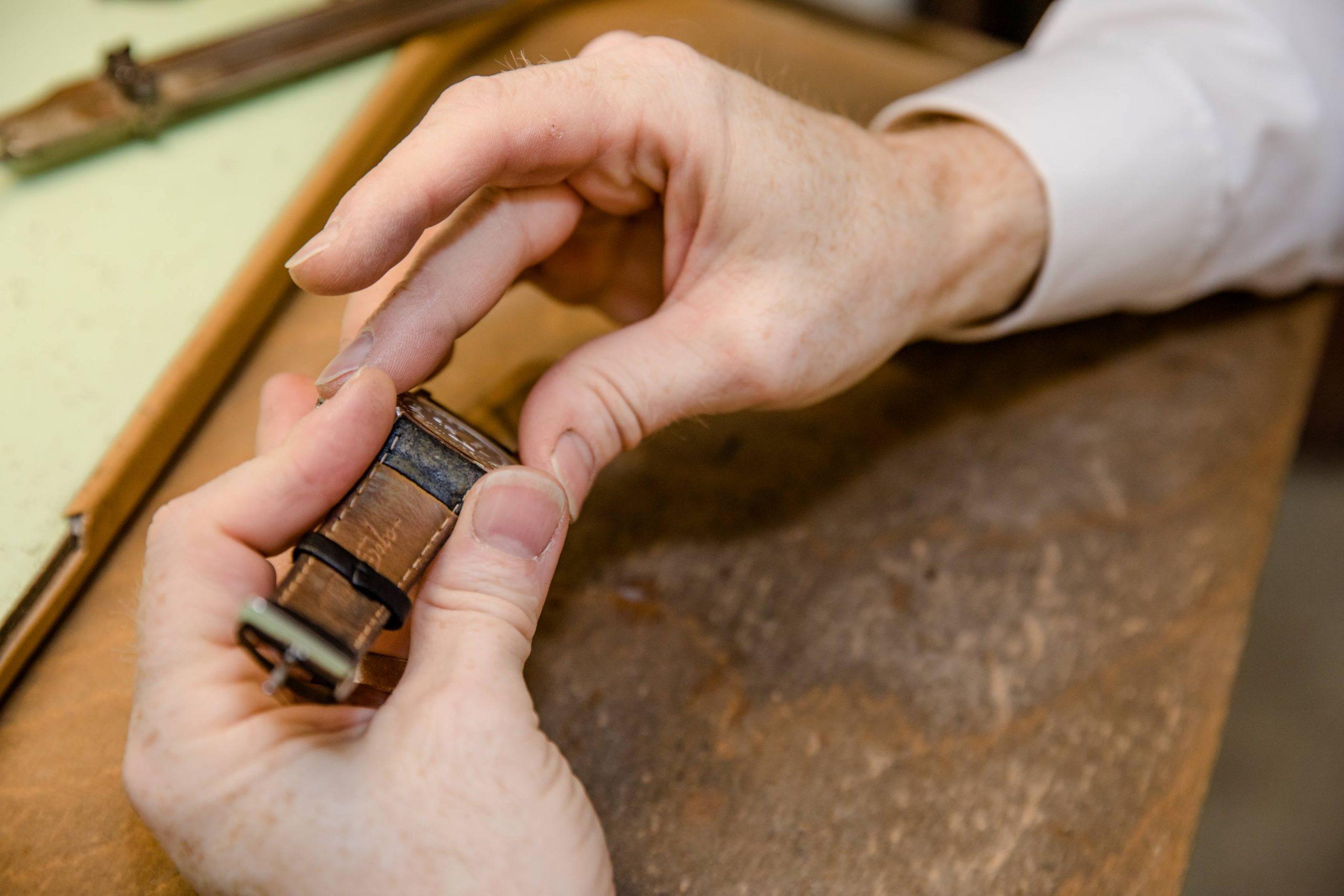 Lederarmbänder von Uhren wechseln
